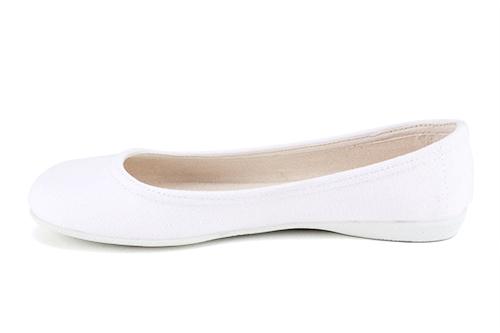 Jednoduché látkové baleríny. Bílé.