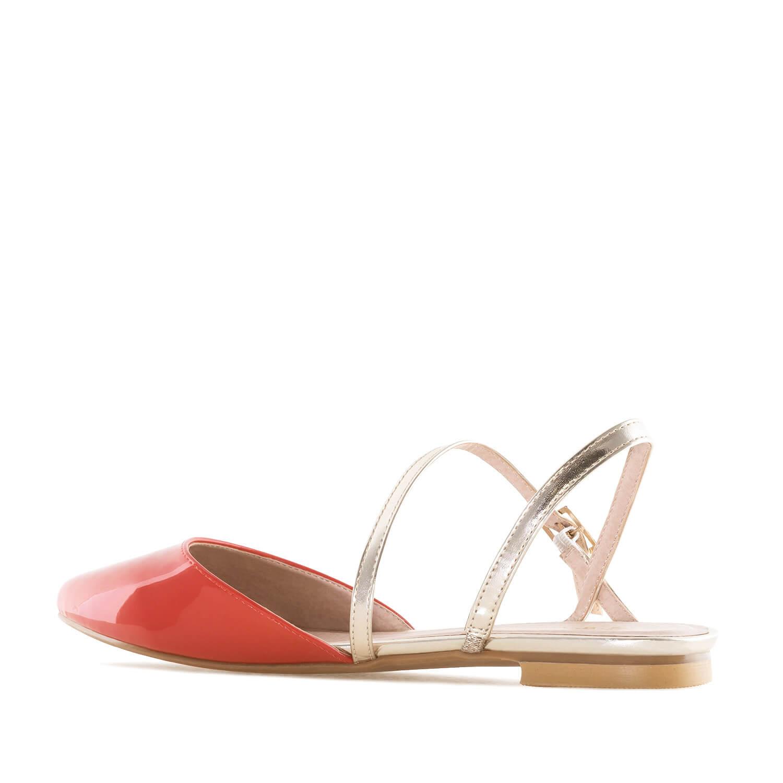 Lesklé pantofle, uzavřená špička. Červené.