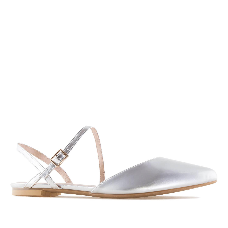 Stříbrné pantofle, uzavřená špička.