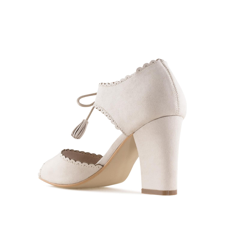 Sandale sa zatvorenom petom i ukrasnim detaljima, bež