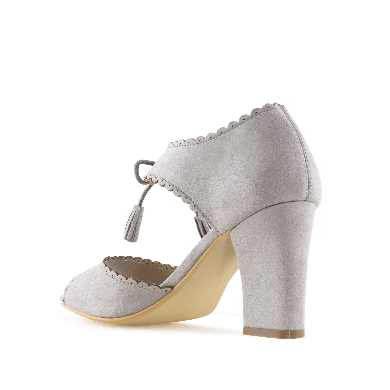 Semišové vintage sandále na podpatku. Šedé.