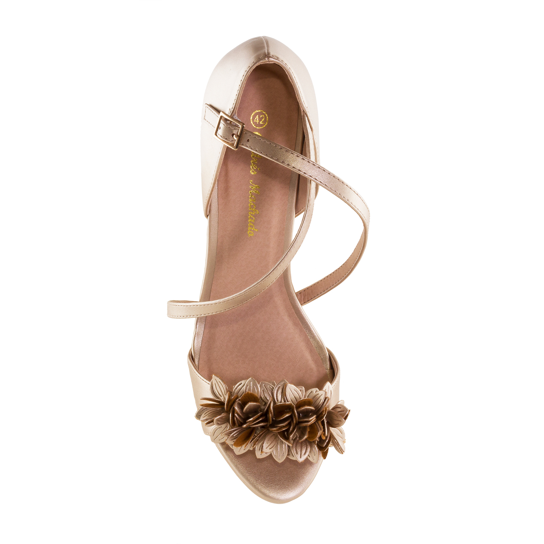 Elegantní páskové sandále s květy. Zlaté.
