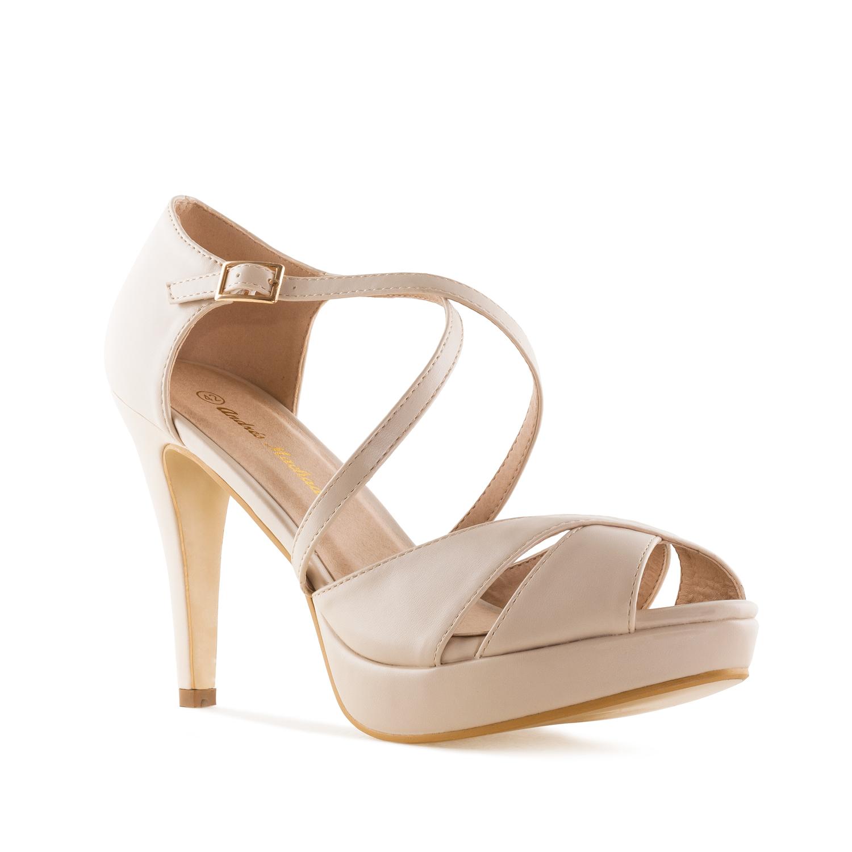 Elegantní páskové sandále. Krémové.