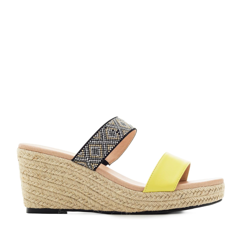 Sandalias en Soft Amarillo y Cuña de Yute
