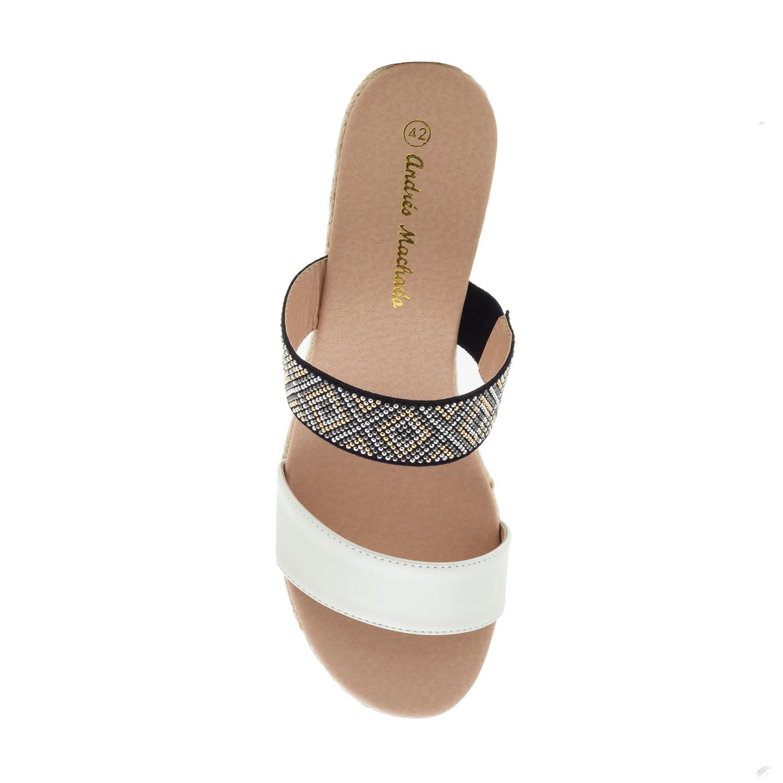 Páskové sandále na klínu, kamínky. Bílá.