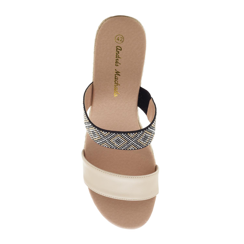Páskové sandále na klínu, kamínky. Tmavě béžová.