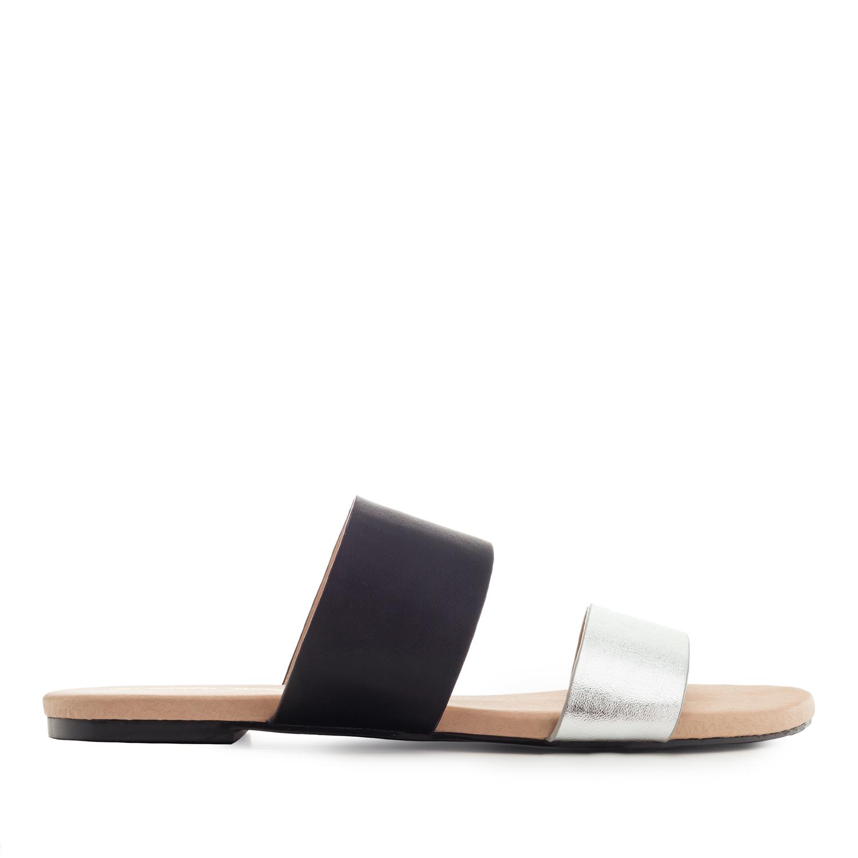 Musta/hopea sandaalit.