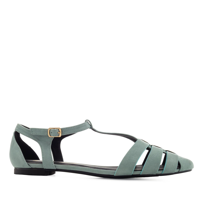 Siniset sandaalit.