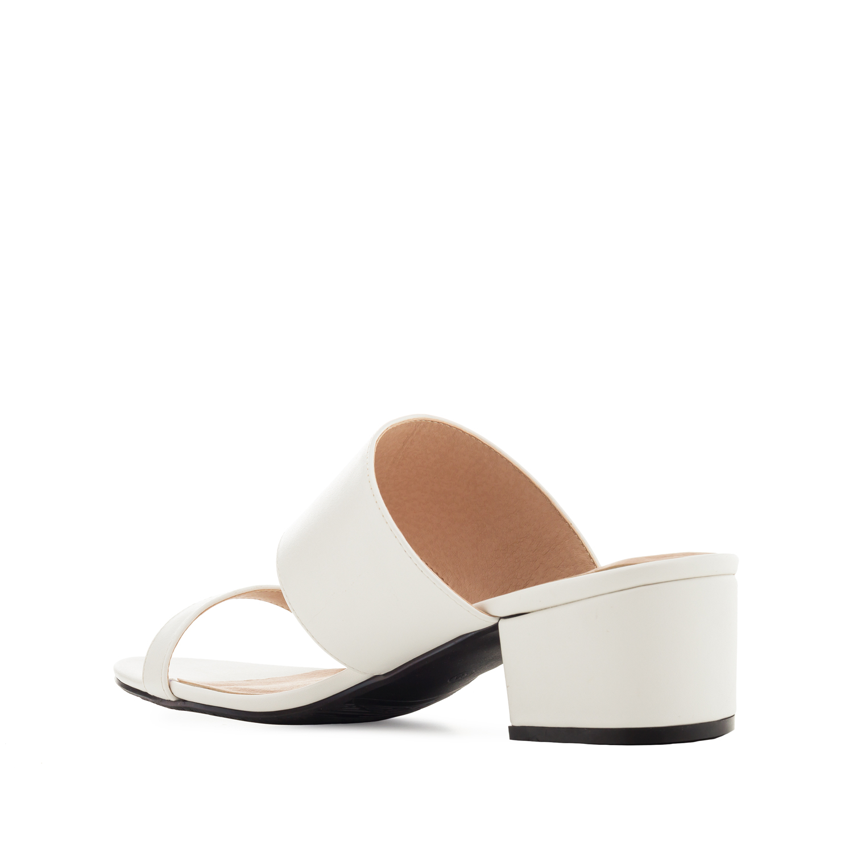 sandalen in soft wei mit blockabsatz damen bergr ssen. Black Bedroom Furniture Sets. Home Design Ideas
