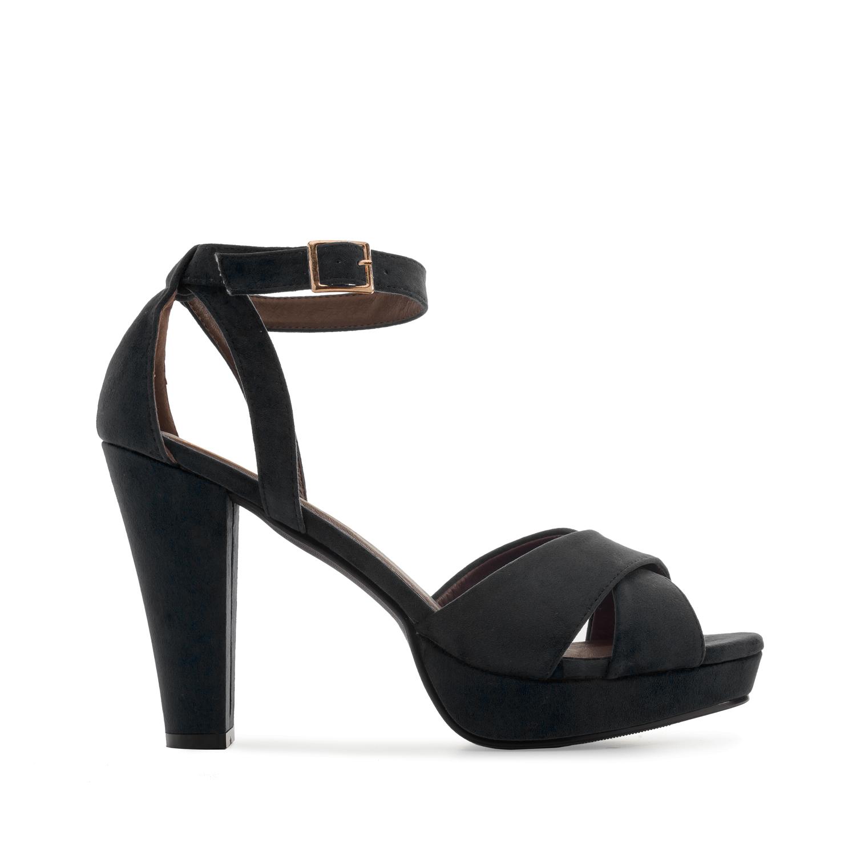Musta risti/nilkkaremmi sandaali korokepohjalla.