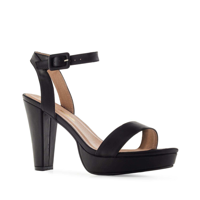 Musta korokepohja sandaali nilkkaremmillä.