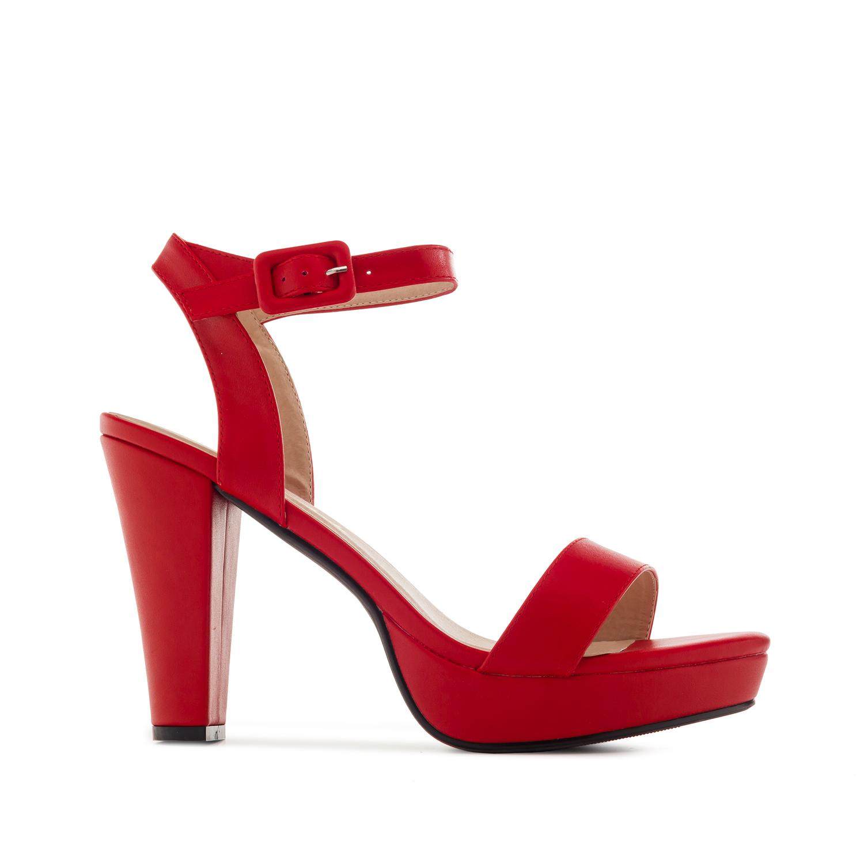 Páskové sandále, vysoký podpatek. Červené.