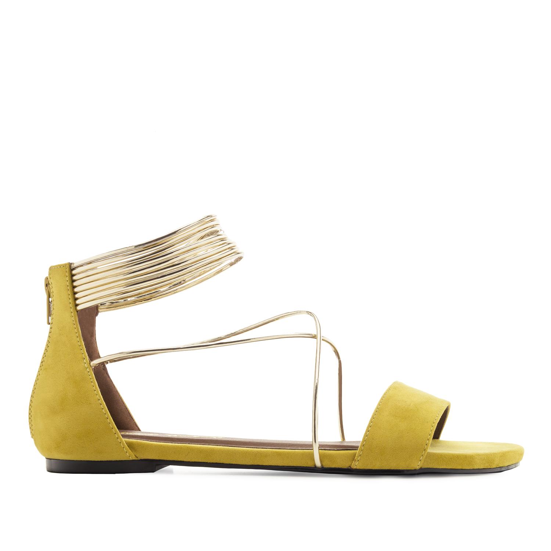 Semišové sandále, zlaté tenké pásky. Okrová žlutá.