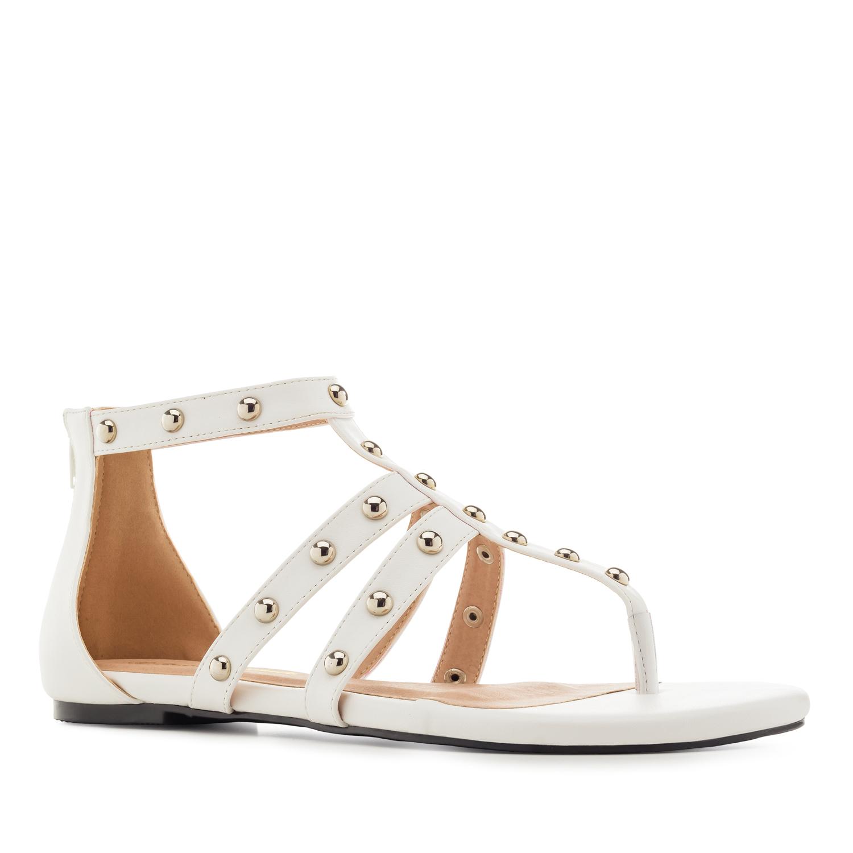 Páskové sandále Romanas s cvočky. Bílé.