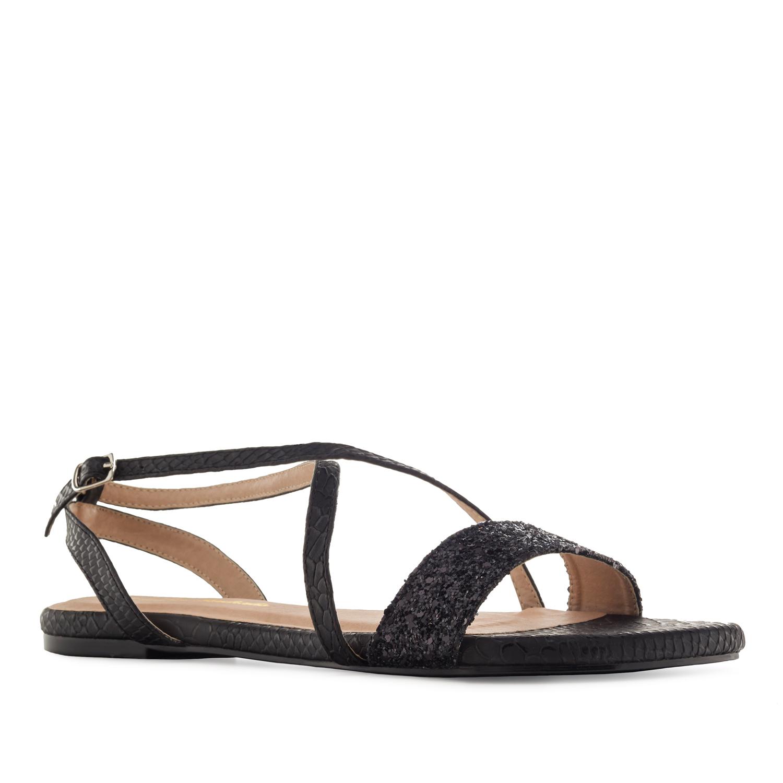 Mustat käärmeprintti sandaalit.
