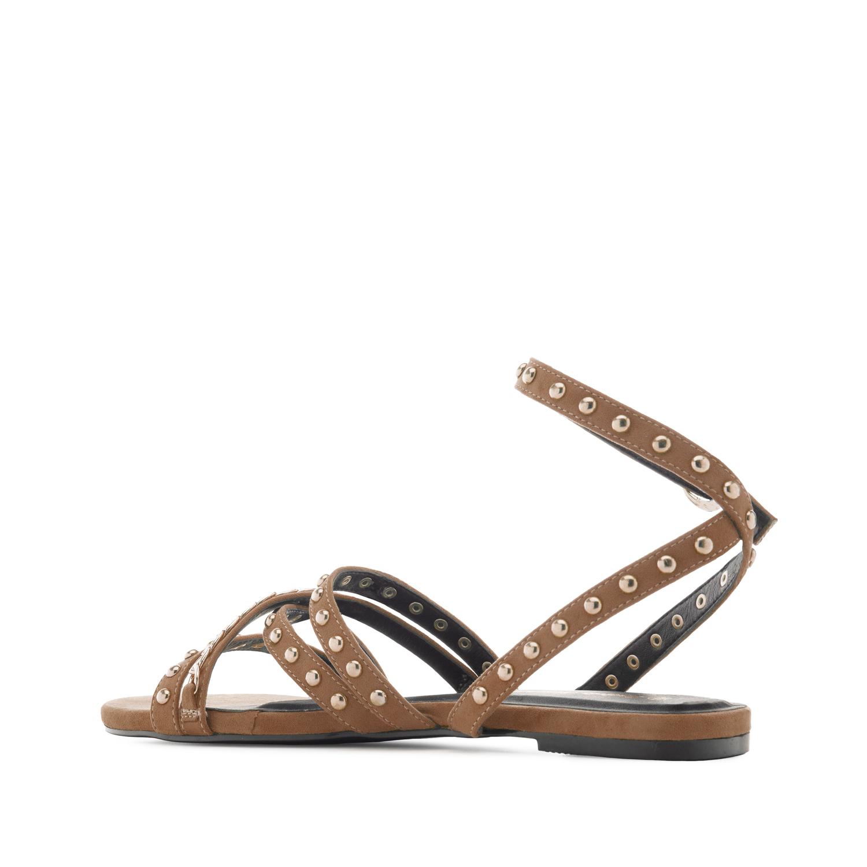 Páskové semišové sandále s cvočky. Hnědá.
