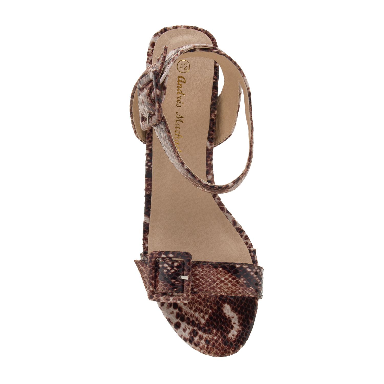 Ruskea matelijakuvio nilkkaremmi sandaletti.