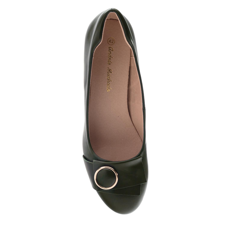 Olivově zelené lodičky pro široká chodidla, ozdoba na špičce.