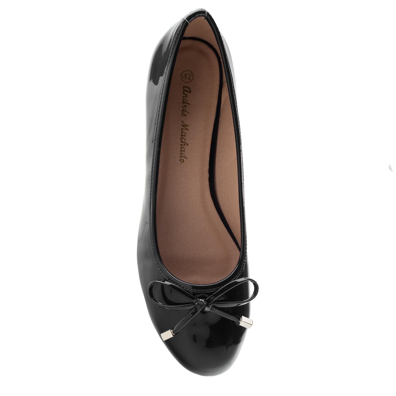Musta lakeeri ballerina
