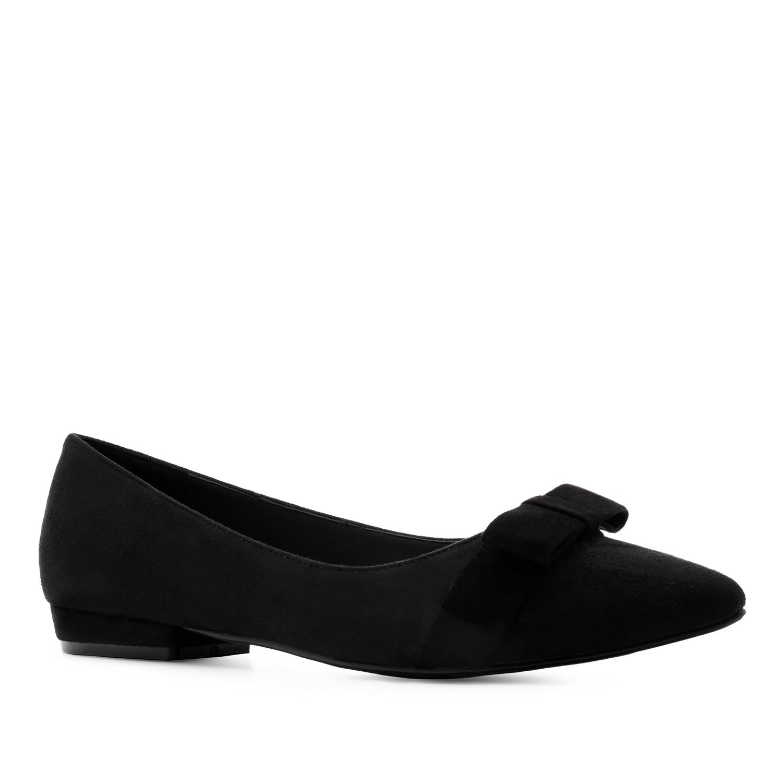 Musta rusetti ballerina