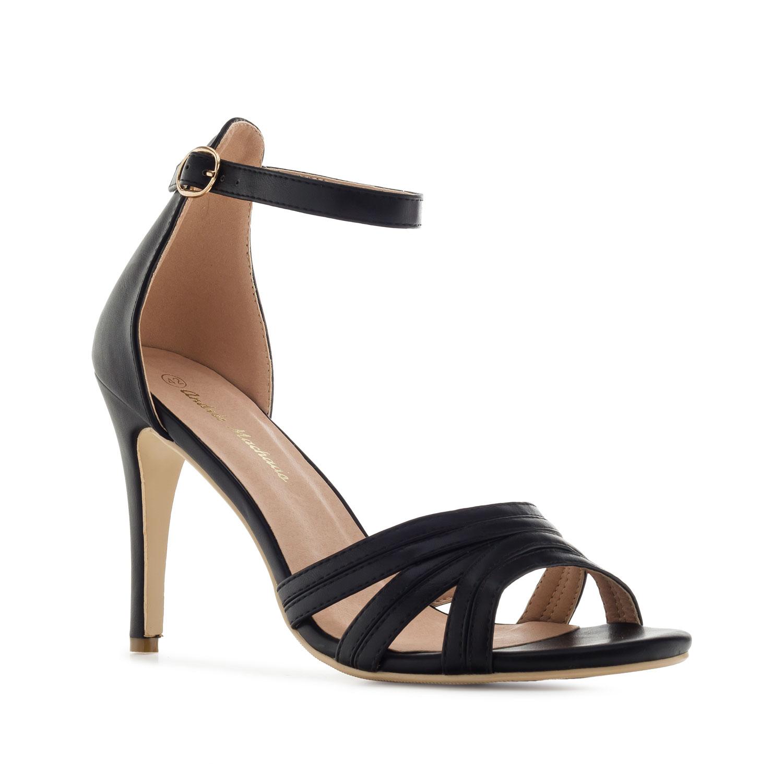 Musta kantakapillinen sandaletti