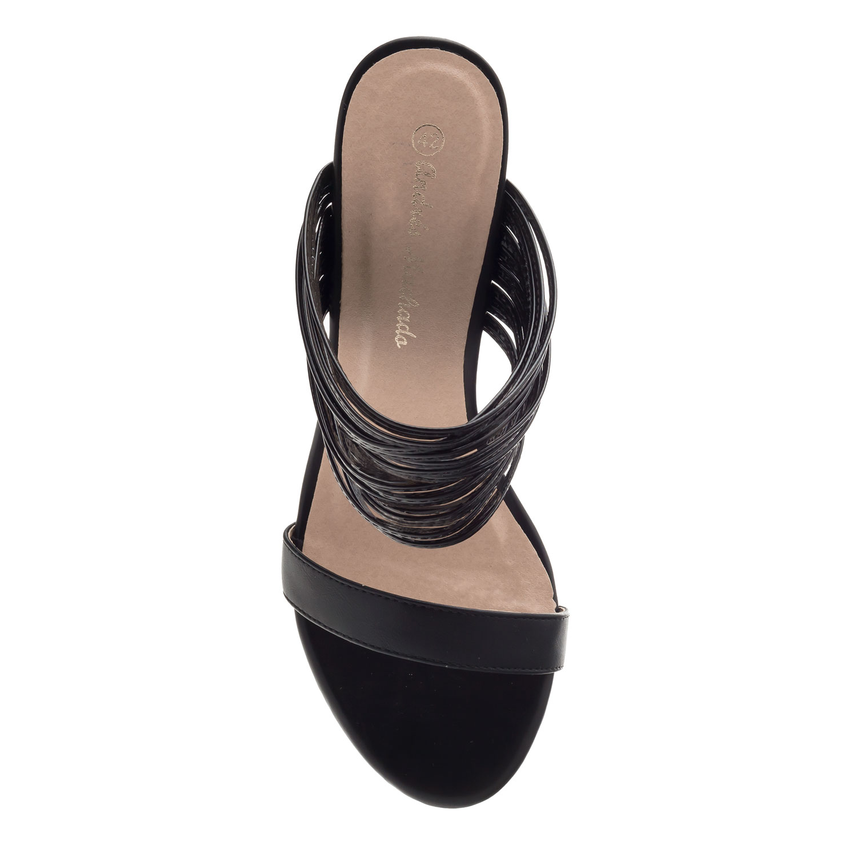 Pantofle na podpatku, tenké pásky. Černé.