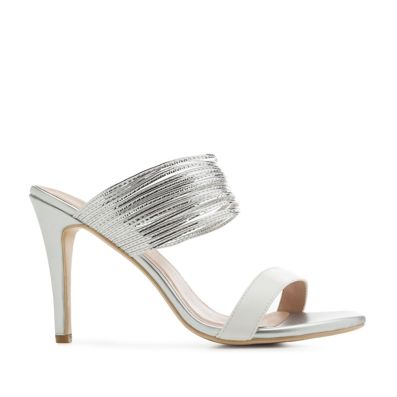 Pantofle na podpatku, tenké pásky. Stříbrné.