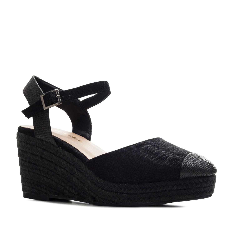 Musta umpikärkinen sandaali