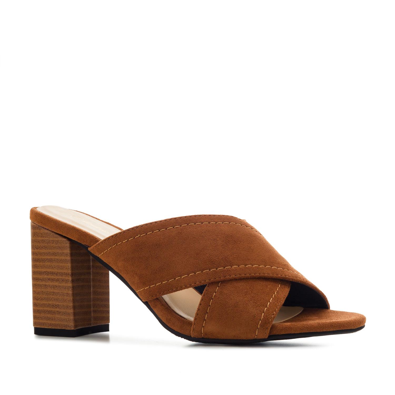 Pantofle styl mules. Hnědý semiš.