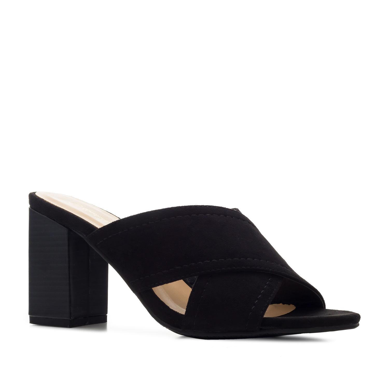 Pantofle styl mules. Černý semiš.
