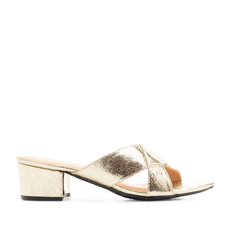 Páskové sandále na podpatku. Zlatá.