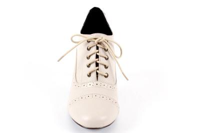 Zapato en Soft Beige Estilo Oxford.