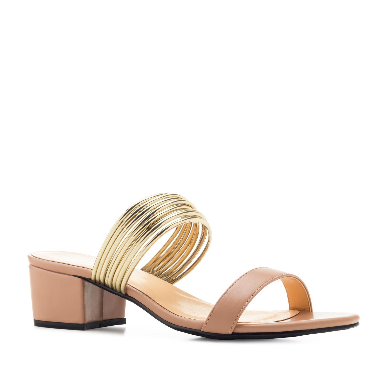 Páskové letní pantofle, podpatek. Pudrové.
