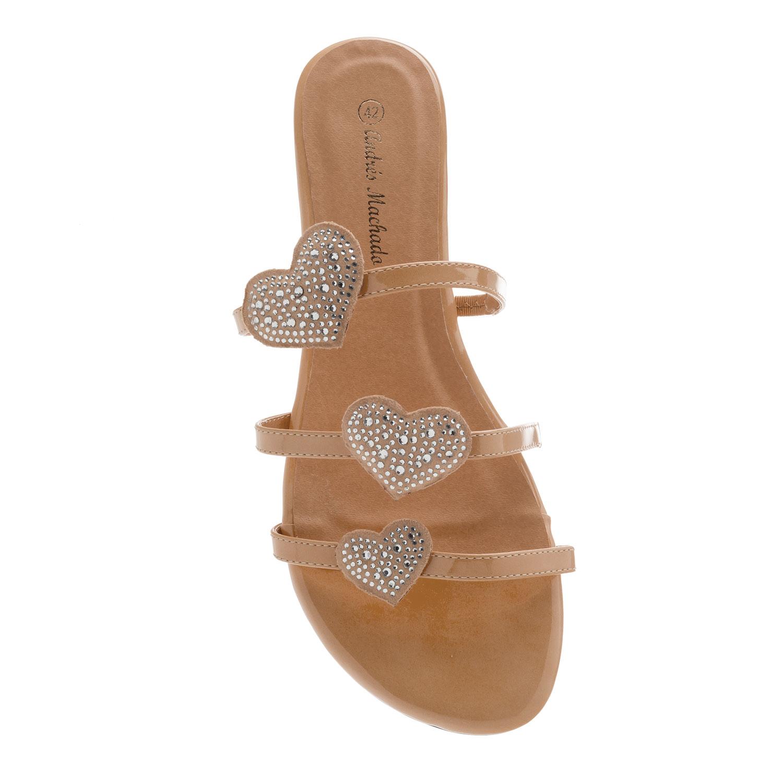 Pudrové lesklé sandály. Srdce.