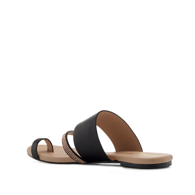 Musta sandaali