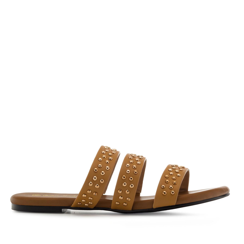 Páskové pantofle, zlaté cvočky. Hnědé.