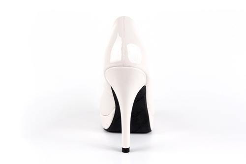 Peep-Toes en Charol Beige y Tacon de 11 cm.