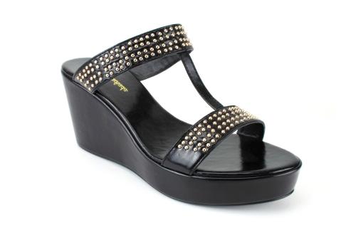 Elegantne papuče na platformu sa nitnama, crne