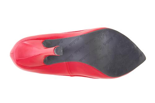 Punainen nahkajäljitemäinen avokas kiiltävällä kauluksella