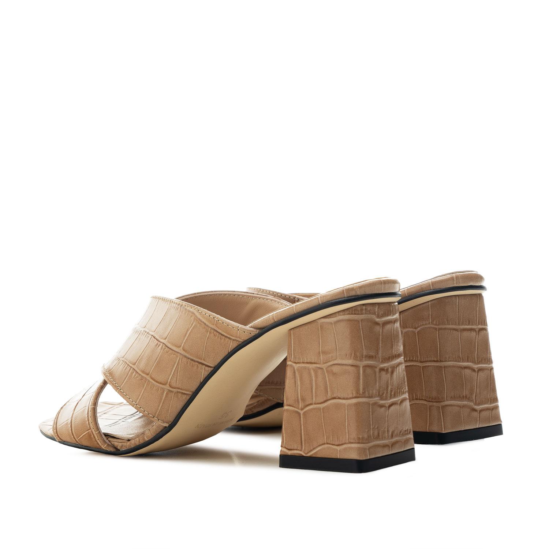Sandalias en piel coco de color Tierra