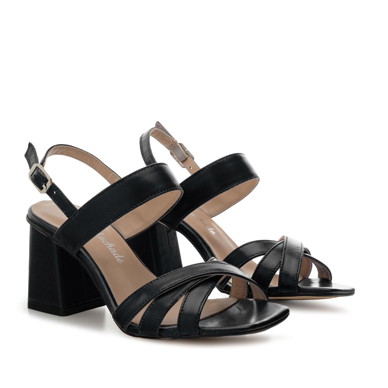 Mustat nahkaiset tolppakorko sandaalit