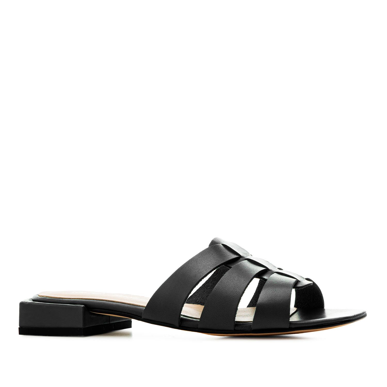 Sandalias en piel de color Negro.
