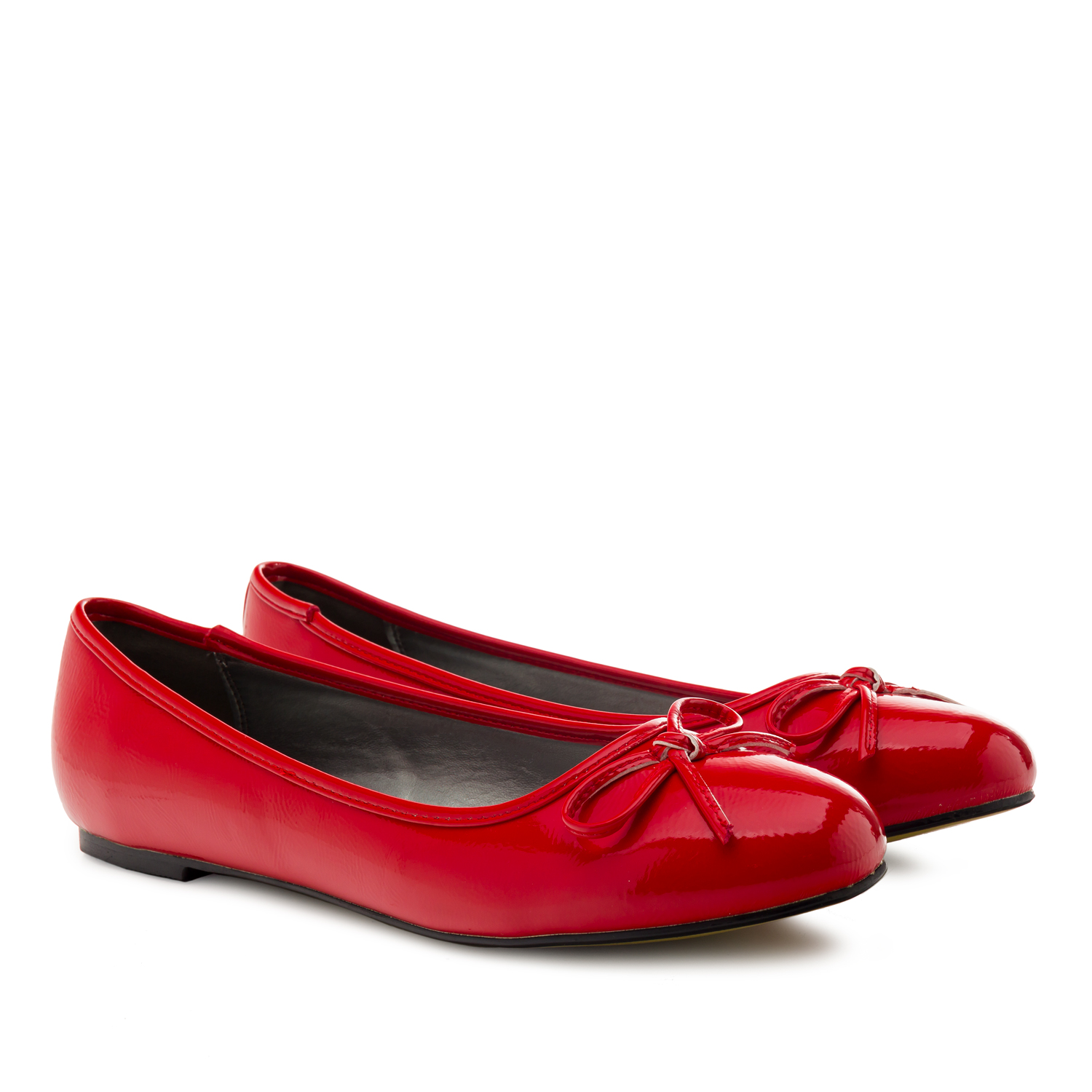Red faux-patent leather Ballerinas with bow.