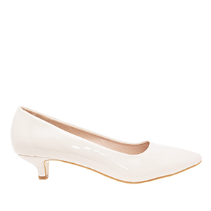 Beige Patent Leather Pumps with pointed toe
