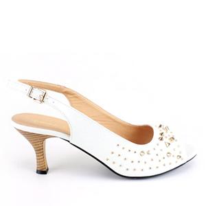 Niske otvorene sandale sa ukrasnim nitnama, bele