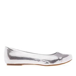 Jednoduché balerínky. Stříbrný vzor krokodýlí kůže.