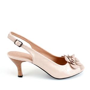 Lakovane sandale sa cvetom od antilopa, bež