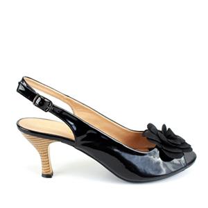 Lakovane sandale sa cvetom od antilopa, crne