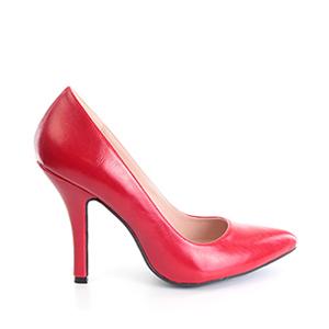 Damenschuh in Soft Rot mit dünner Spitze.